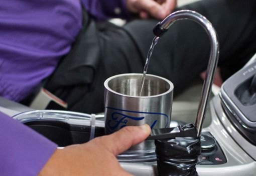 A Car makes Drinking Water on the Go