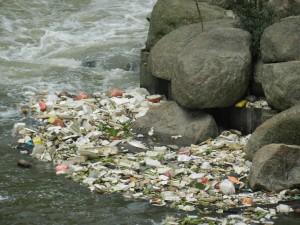 Trash in a Kuala Lumpur river by Kounosu via Wikimedia Commons