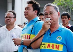 Save Rivers head Peter Kallang (in blue with bullhorn) addresses an anti-dam demonstration. Photo Credit: Save Rivers via Facebook