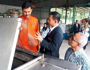 Senior assistant director Mohd Hafiz Sharif (center) demonstrates the food separation at the council's composting center. Photo Credit: The Star Online